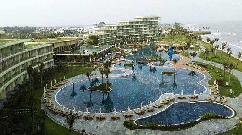 Bể Bơi Nước Mặn Khách Sạn Luxury Hotel